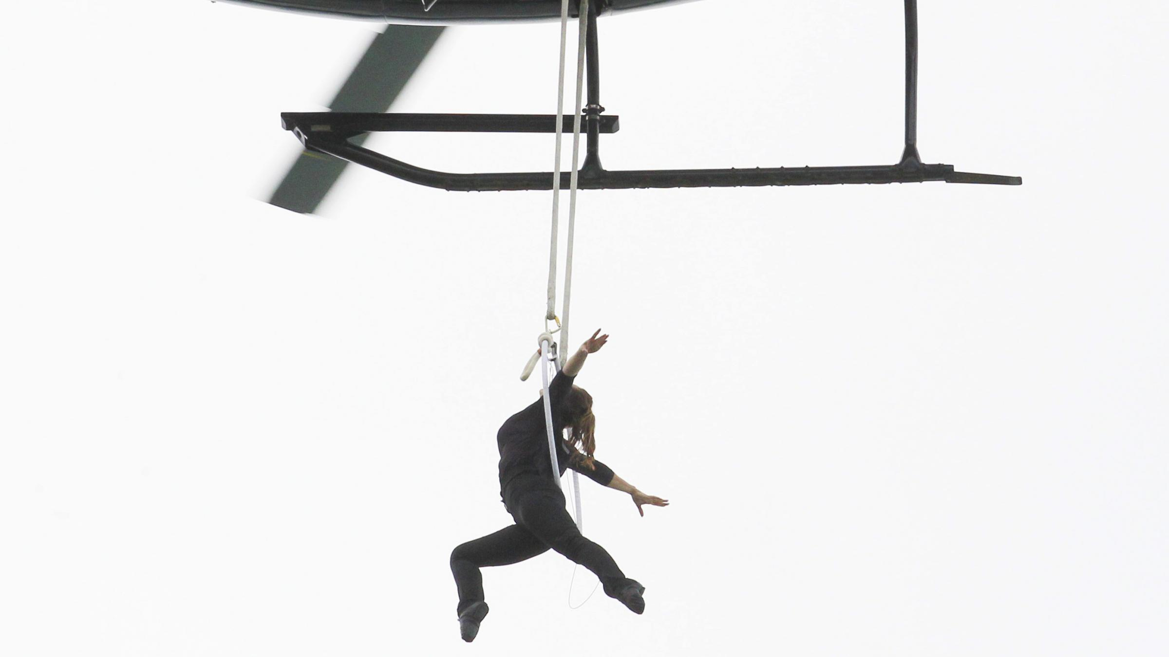 Erendira Wallenda wows Falls visitors with aerial stunt, new record