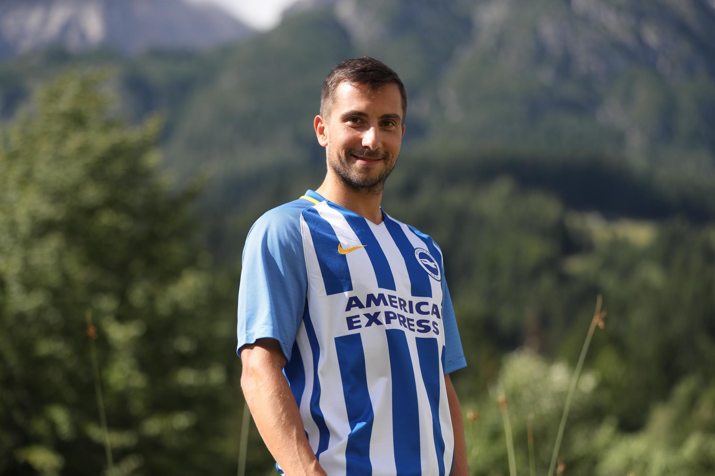 Brighton sign Austrian defender Suttner