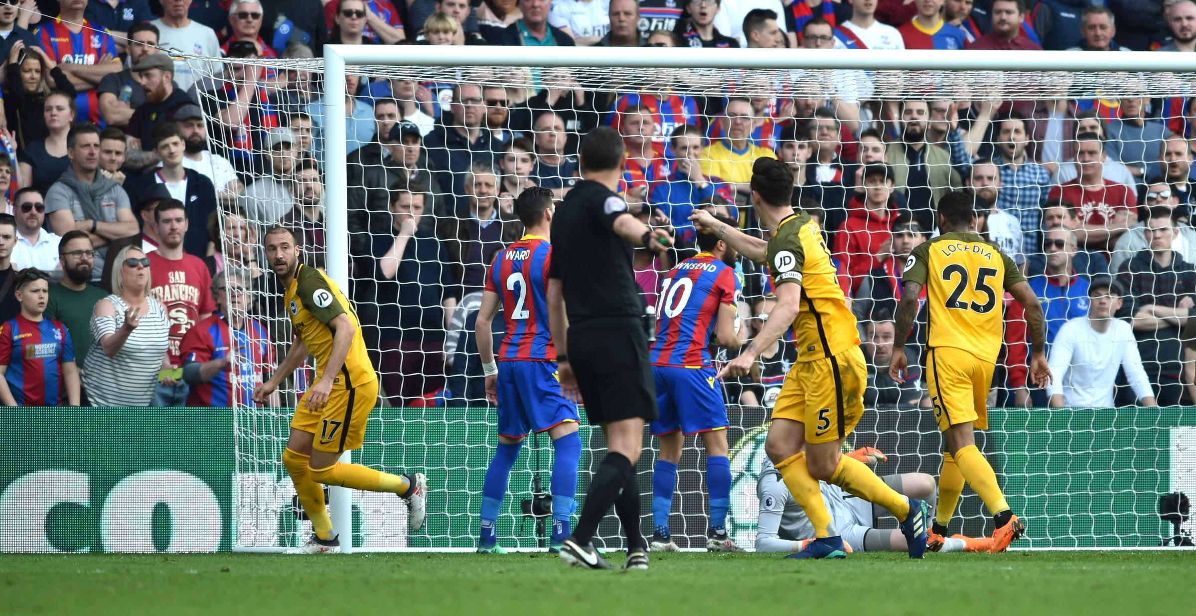 Crystal Palace boss Hodgson upset by penalty call for Brighton defeat